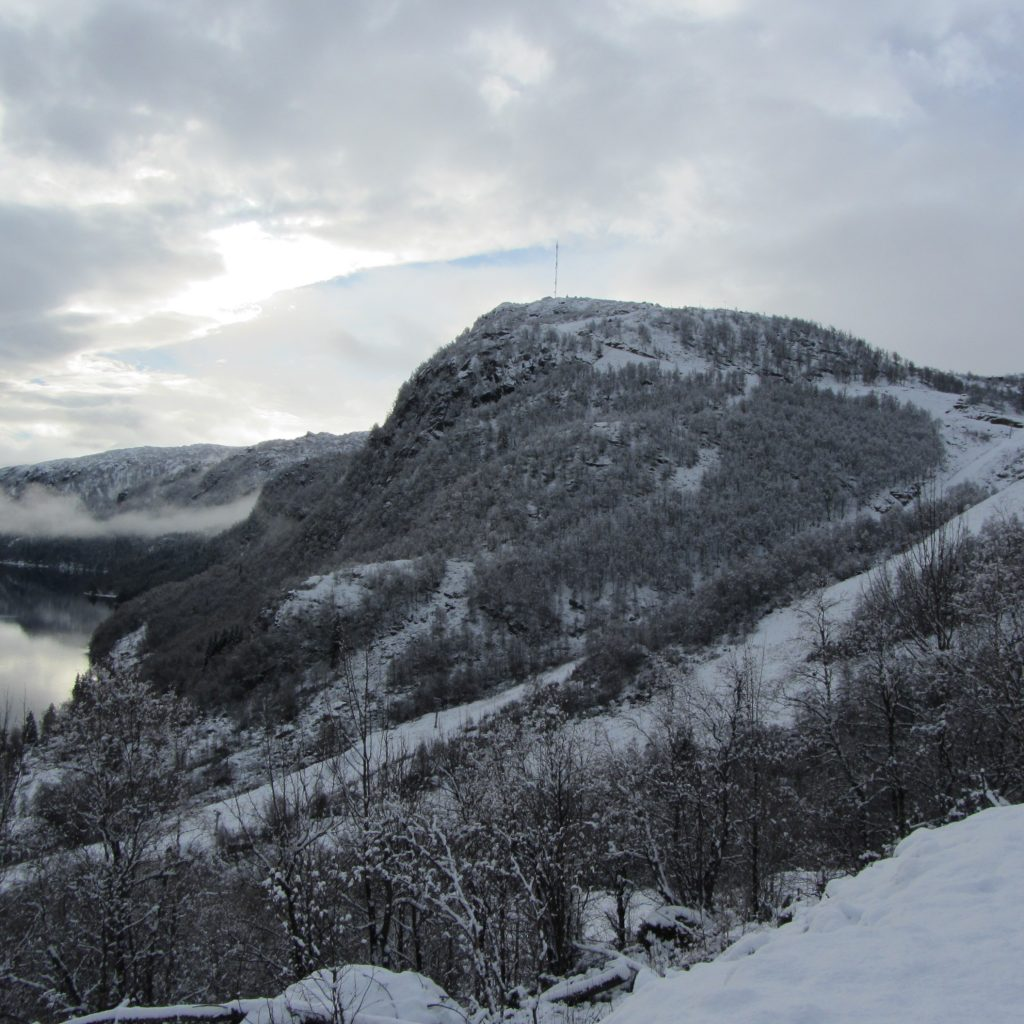 7.11.13 Ørnefjell Ser Frem Til At Alpinistene Snart Skal Boltre Seg Nedover!