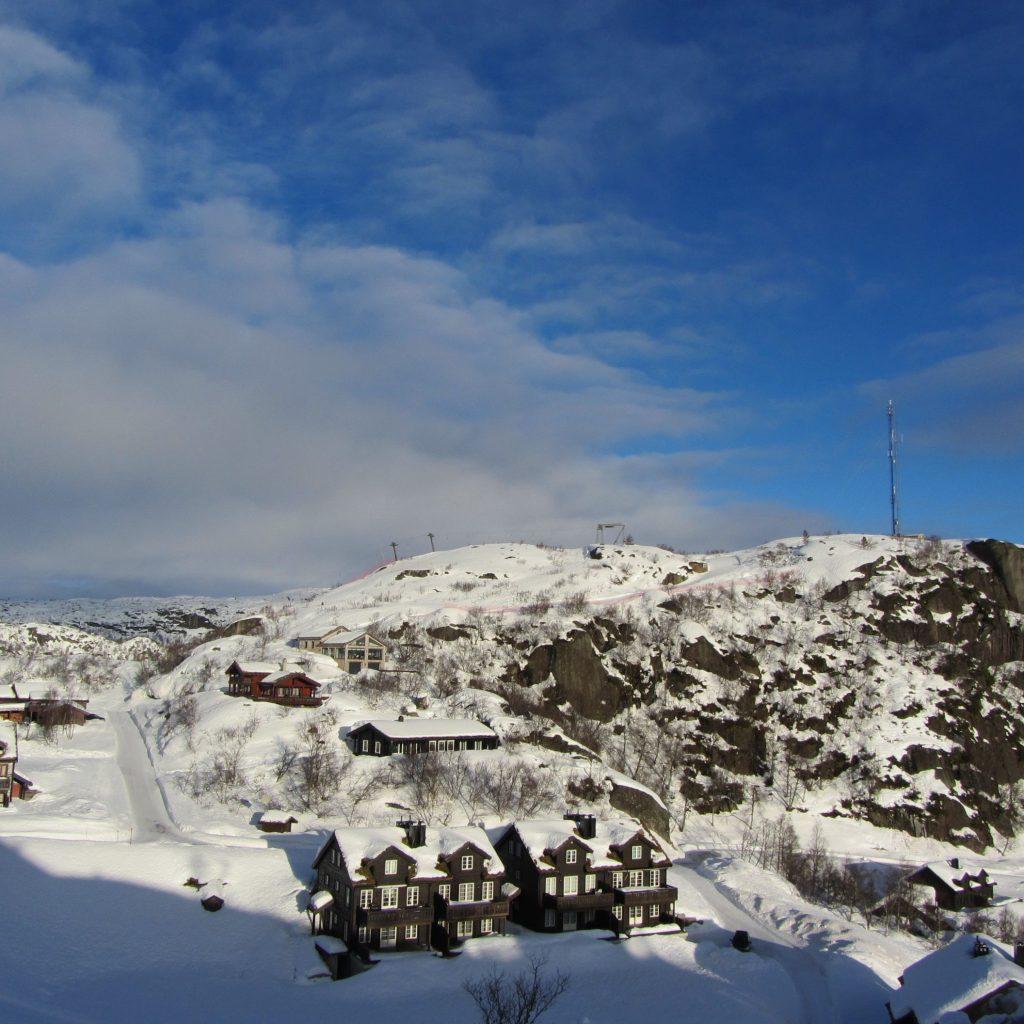Toppen Av Alpinbakken Midt I Bildet!